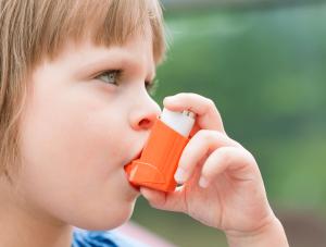 Дете с астма, която може да е предизвикана от акари - Саниста ВИП