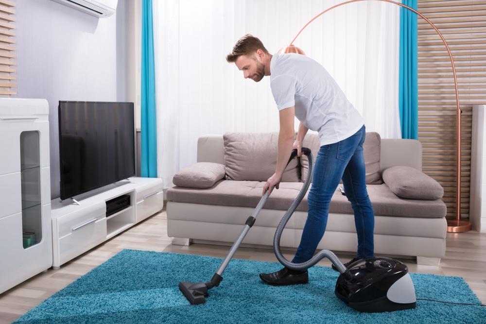 Почистване на килим с прахосмукачка - Саниста ВИП