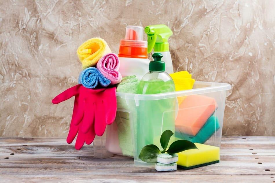 Дезинфекция на помещения в бизнес центрове - изисква ежедневно поддържане на хигиена на подове, стени, врати и др.