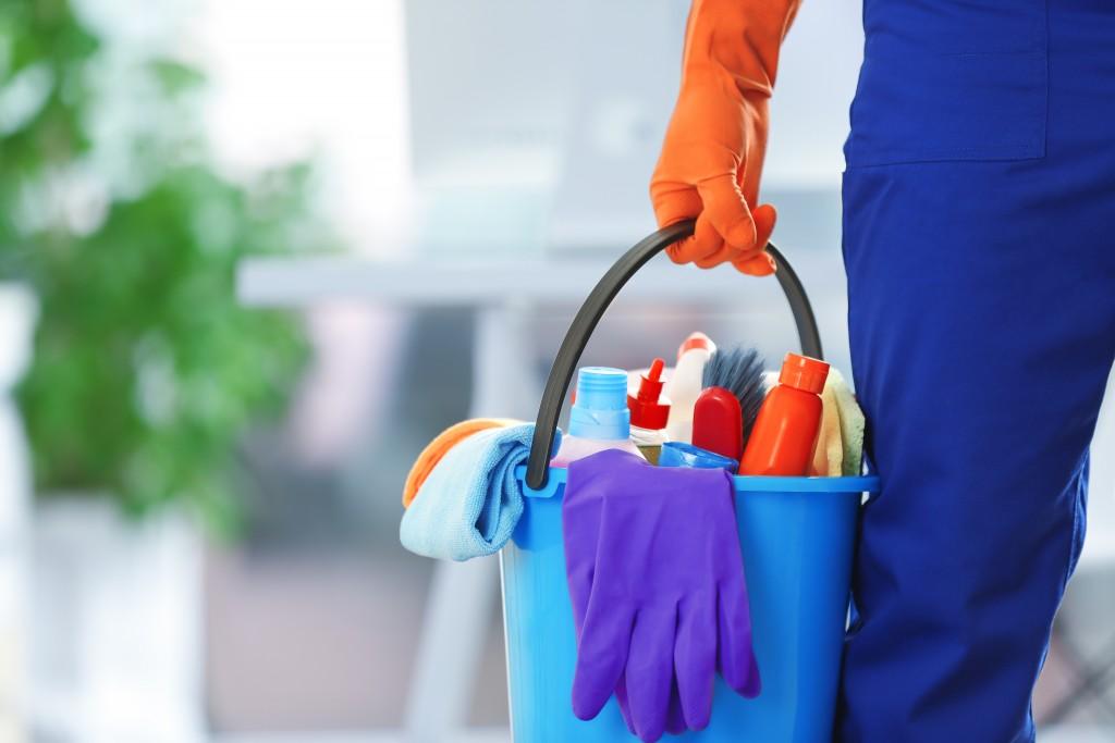 Всяка една сграда, която се посещава от много хора ежедневно, трябва да се третира с средства за дезинфекция. това пази здравето на служителите и посетителите.