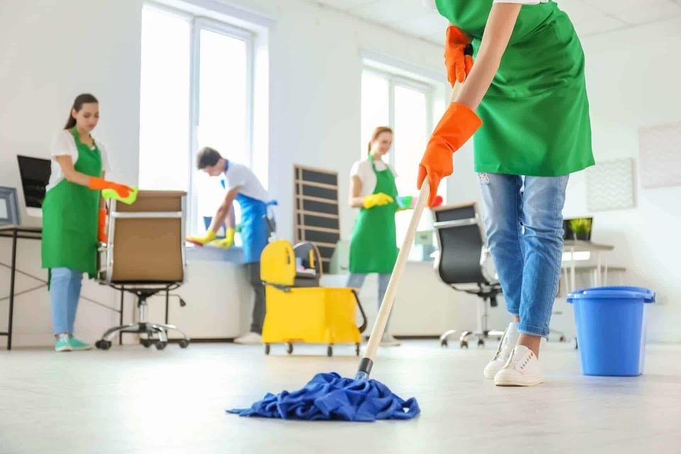 дезинфекция на помещения - офисите са постоянно посещавани от много хора и това налага да се прави дезинфекция на пода и обзавеждането.