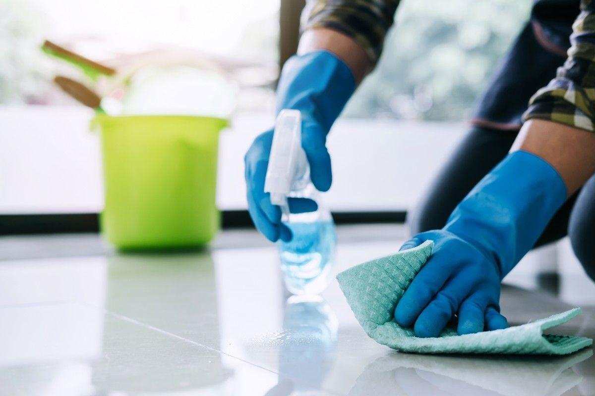 Дезинфекцията се разделя на няколко вида, но всеки един от тях изисква качествена обработка за премахване на микробите.